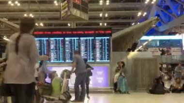 Time lapse People hurrying in the Suvarnabhumi airport Thailand — Stockvideo