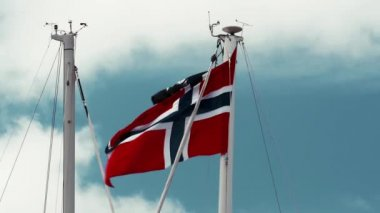 Flag Of Norway, Blue Sky — Stock Video