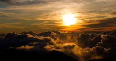 Epic sunrise with clouds formation at 10000ft — Stock Video