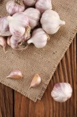 Garlic close-up on burlap  — Stockfoto