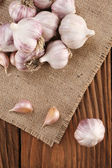 Garlic close-up on burlap  — Stock fotografie