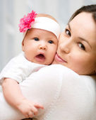 Mother holds child — Stock Photo