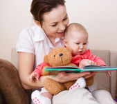 Mother is reading book with daughter — Stock Photo