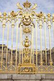 Beautiful gate of Versailles palace detailed fence near Paris — Stock Photo