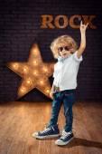 Маленький мальчик рок-звезда — Стоковое фото