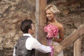 Свадьба, Счастливый молодой человек и женщина празднует — Стоковое фото