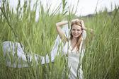 Beautiful angelic bride outdoors — Stockfoto