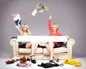 Dvě dívky, nakupování. — Stock fotografie