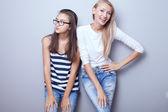 Moda meninas posando. — Fotografia Stock