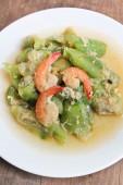 Stir-fried shrimps with zucchini. — Stock Photo