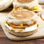 English muffin breakfast sandwich — Stock Photo #51874309
