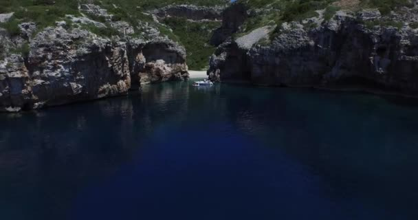 Aerial scene of rocky bay at the dalmatian coast. Drone. Panoramic. Camera moves catching beatufull landscapes. — Vidéo