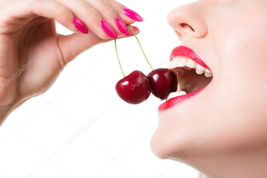 how to stop licking lips
