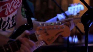 A few guitarists perform at a concert — Stock Video