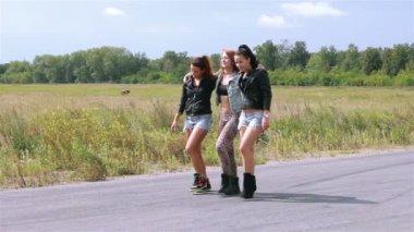 Girls dance on a street — Stock Video
