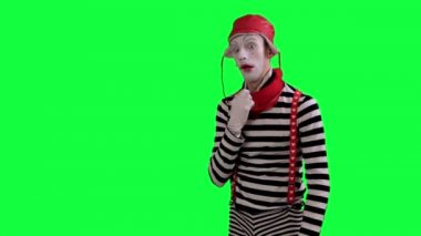 The mime feels stuffy and hot — Stock Video