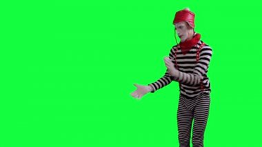 The mime pulls something on the rope — Stock Video