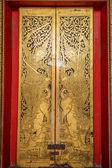 Traditional Thai door carving in temple — Fotografia Stock