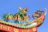 Dragon on the roof in Chinese temple — Стоковое фото