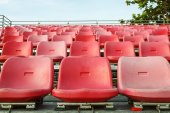 Empty plastic chairs are on grandstand stadium — 图库照片