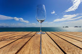 Glass on Wood platform beside the sea. — Foto Stock