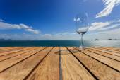 Glass on Wood platform beside the sea. — Fotografia Stock