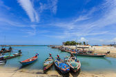 Traditional Thai boat or long tail boat stand at the beach — Stock Photo