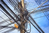 Cable connection on the electric pole — Stockfoto