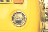 Voiture vintage jaune — Photo