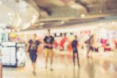 People in shopping mall — Zdjęcie stockowe