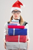 Nerd Girl in Santa's hat with Christmas gifts — Stockfoto