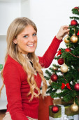 Blond woman decorating Christmas tree — Stock fotografie
