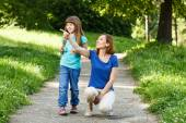 Mother and her daughter enjoy in nature — Stock Photo