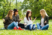 Girls are sitting in the park and arguing — Stock Photo