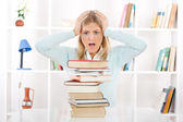 Student in panic because there is not enough time to learn for exam — Stock Photo