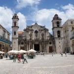 HAVANA, CUBA - JULY 16, 2013: Typical street view in Havana, the capital of Cuba — Stock Photo #55729521