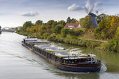 Freight ship on the Mittelland Canal in Hannover — Stock fotografie