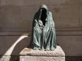 """Скульптура chromy's anna """"умирает пьета"""" — Стоковое фото"""