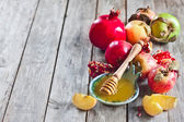 Pomegranate, apples and honey background — Stock Photo