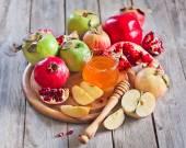 Pomegranate, apples and honey — Stock Photo