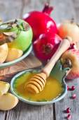 Pomegranate, apples and honey — Stock Photo