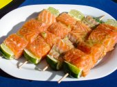 Salmon skewer with lemon ready for BBQ — Stock Photo