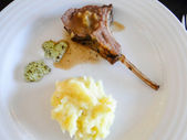 Lamb chop with garlic butter. mashed potatoes as side dish. serv — Foto de Stock