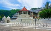 Temple Of The Sacred Tooth Relic, Sri Lanka — Stock Photo