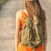 Beautiful woman traveling — Stock Photo