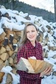 Young woman posing with wooden logs for bonfire — 图库照片