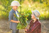 Family in garden arter working — Zdjęcie stockowe