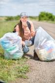 Woman picking up trash — Stock Photo
