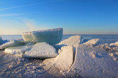 Spring day in Siberia and ice ridges — Stockfoto