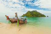 Traditional Thai long tail boat with thai island in the background — Stock Photo